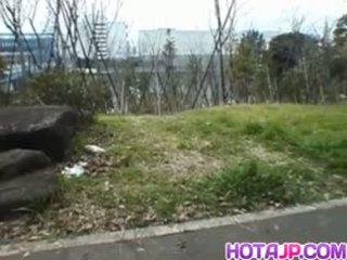 Miyuki hashida sucks boner üzerinde streets