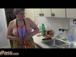 Бабичка masturbate космати путка употреба дилдо и cucumb