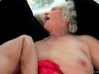 Marota mamalhuda avó enjoys quente sexo