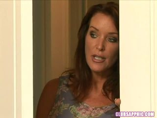 Rachel steele walks in op elexis monroe als ze changes naar gaan uit een steamy encounter ensues