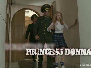 Papá s chica 19 yr viejo rusa cutie s casa es invaded por officers1