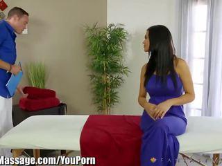 Fantasymassage milf jasmine jae beginnt ficken masseur
