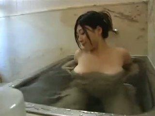 حمام self اليابان