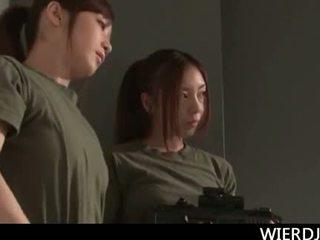 Roped stor titted jap militær kvinne gets hardt knullet i gan