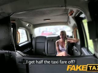 Fake taxi achterbank neuken voor gratis cab rit