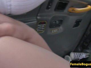 Brittiläinen cabbie lesbo licked jälkeen sormitus: vapaa porno dc