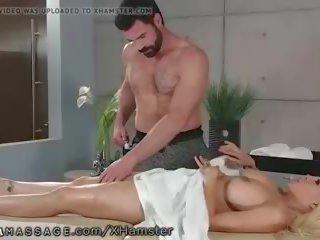 u spuitende kanaal, hq masseur, mooi grote tieten scène