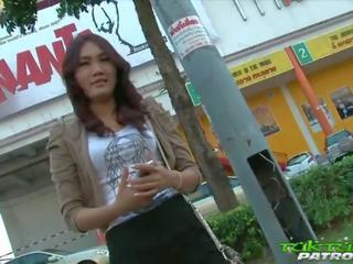 Sexy timide thaï fille heureux à prendre sur grand blanc bite: porno a5