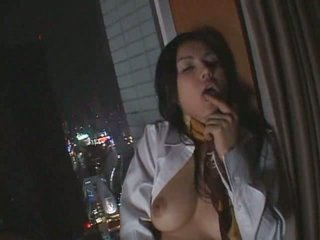 Hot japanese chick do it by herself
