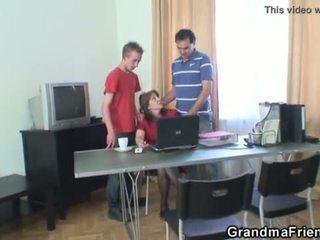Kolmikko toimisto helvetin kanssa mummi <span class=duration>- 6 min</span>