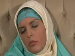 Horney arab fille