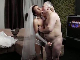 Naughty-hotties.net - velho homem e um jovem noiva - porno vídeo 661