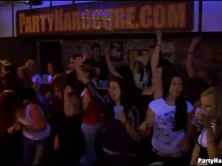 Κορίτσια wants να γαμώ ο στρατός dancer