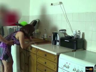 Step-mom כוח מזוין ו - לקבל עוגית על ידי step-son תוך היא הוא stuck