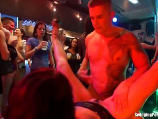 groot brunette mov, online orale seks thumbnail, controleren groepsseks porno