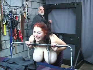 Thick 大きい 乳首 変態の スレーブ 女の子 ある whipped と 乱用し で ザ· セックス ダンジョン