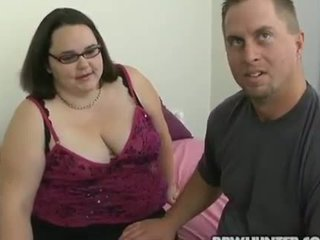 Man fingers and fucks fur pie of one fat woman