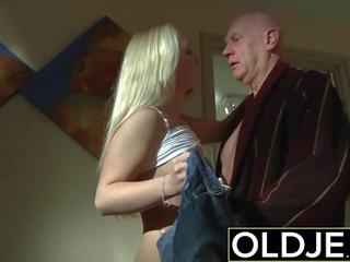 Miang/gatal pagi seks lama muda lucah teman wanita gets fucked