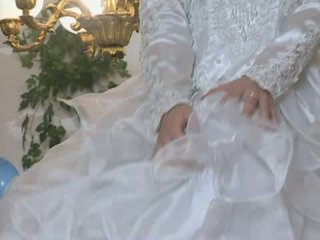 Hot bride gets fucked in wedding dress
