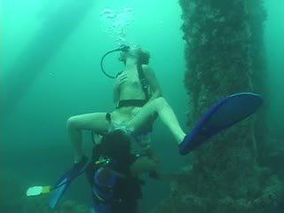 عميق scuba مجموعة من ثلاثة أشخاص - جزء 1