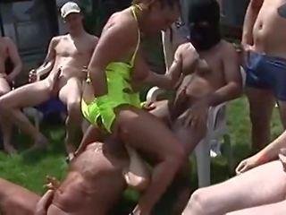 Vergewaltigt porno wird Vor den