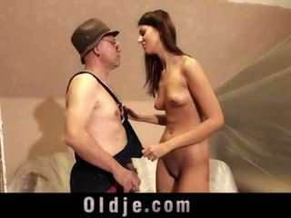 Старий людина і молодий високий дівчина секс грати