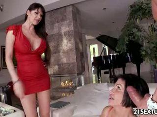 hq bigtits, fresh kissing scene, cougar video