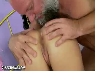 brunette, heet speelgoed porno, kindje thumbnail
