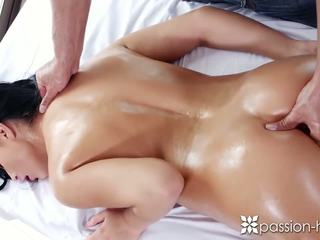 Passion-HD - Brunette with great ass Anna Rose gets more than a rub down