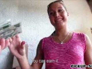 Amatir eropa perempuan agata banged untuk sebuah chunk dari uang tunai