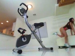Veronica vain pleasures তার squirting পাছা পরে squat এবং twerk কাজ শেষ করা