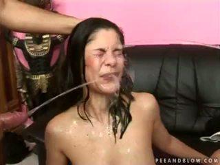 บ้า หญิง ฮาร์ดคอร์ pee การกระทำ <span class=duration>- 6 min</span>