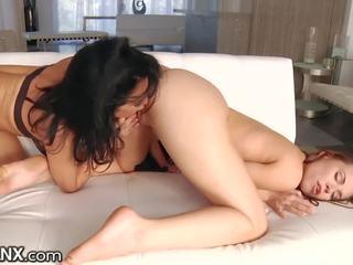 LesbianX Veronica Avluv Squirts with Aidra Fox