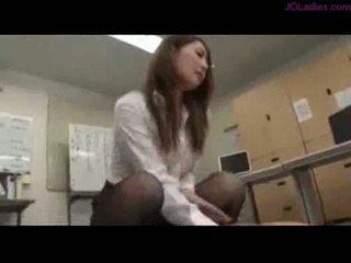 オフィス 女性 ライディング 上の guy 精液 へ 尻 上の ザ· フロア で ザ· オフ