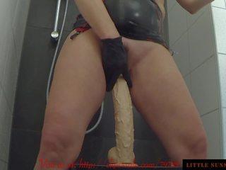 seksspeeltjes neuken, heet plassen film, milfs seks