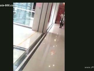 Kinesisk jenter gå til toilet.4