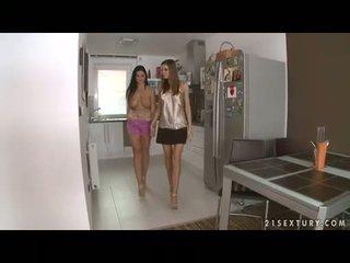 Tettona lesbica christina jolie gets suo gigantic boobies adored da lusty eufrat