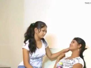 Cuties tries su primero lesbo, gratis india porno vídeo f3