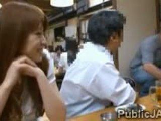 Sneaky সেক্রেটারী blows workmates বাড়া মধ্যে গন restaurant