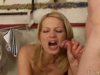 Régi guy baszás és pisilés tovább szexi feleség