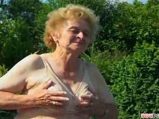 starszych, babunia, na wolnym powietrzu, pończocha