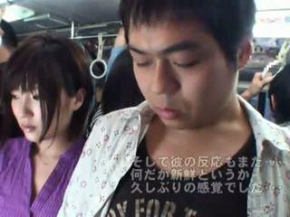 Viešumas bj onto the autobusas aplink karštas japoniškas milf.