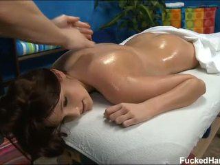 Đáng yêu bé loves massage