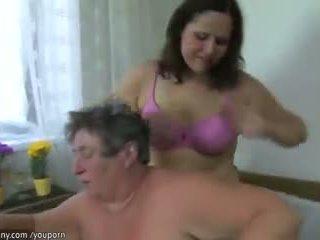 Two e shëndoshë lezbike, katër matures qirje