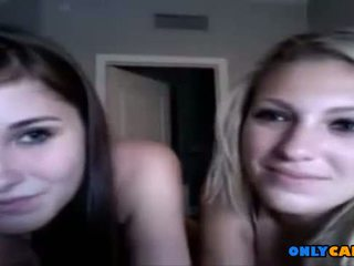 2 young teens showing off on cam - onlycams.net