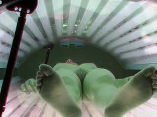Shaved and Tight Pussy Caught in Solarium: Free HD Porn c3