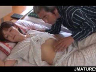 Dewasa asia ibu rumah tangga given sebuah baik hati pagi hari alat kemaluan wanita jilatan