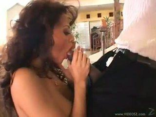 Curly rambut coklat olivia del rio eagerly takes sebuah monstrous kontol di dia sempit mulut