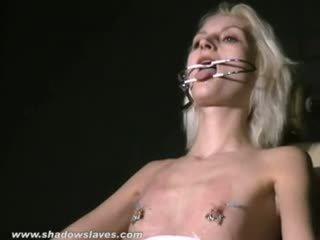 Ekstremalus adata kankinimas ir kietas bdsm apie blondinė slavegirl