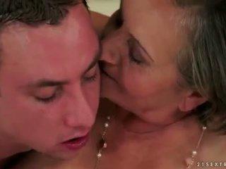 zuigen porno, oud tube, grootmoeder tube